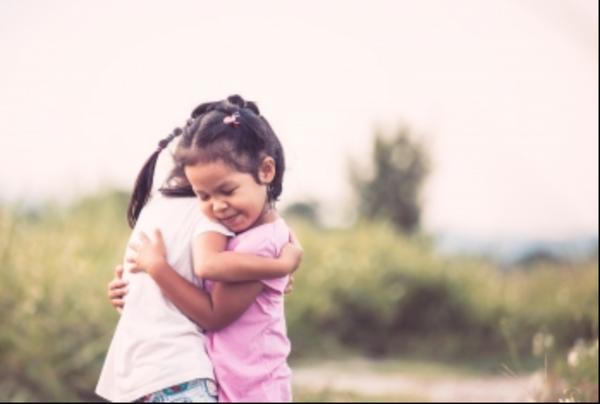 2 kids hugging each other